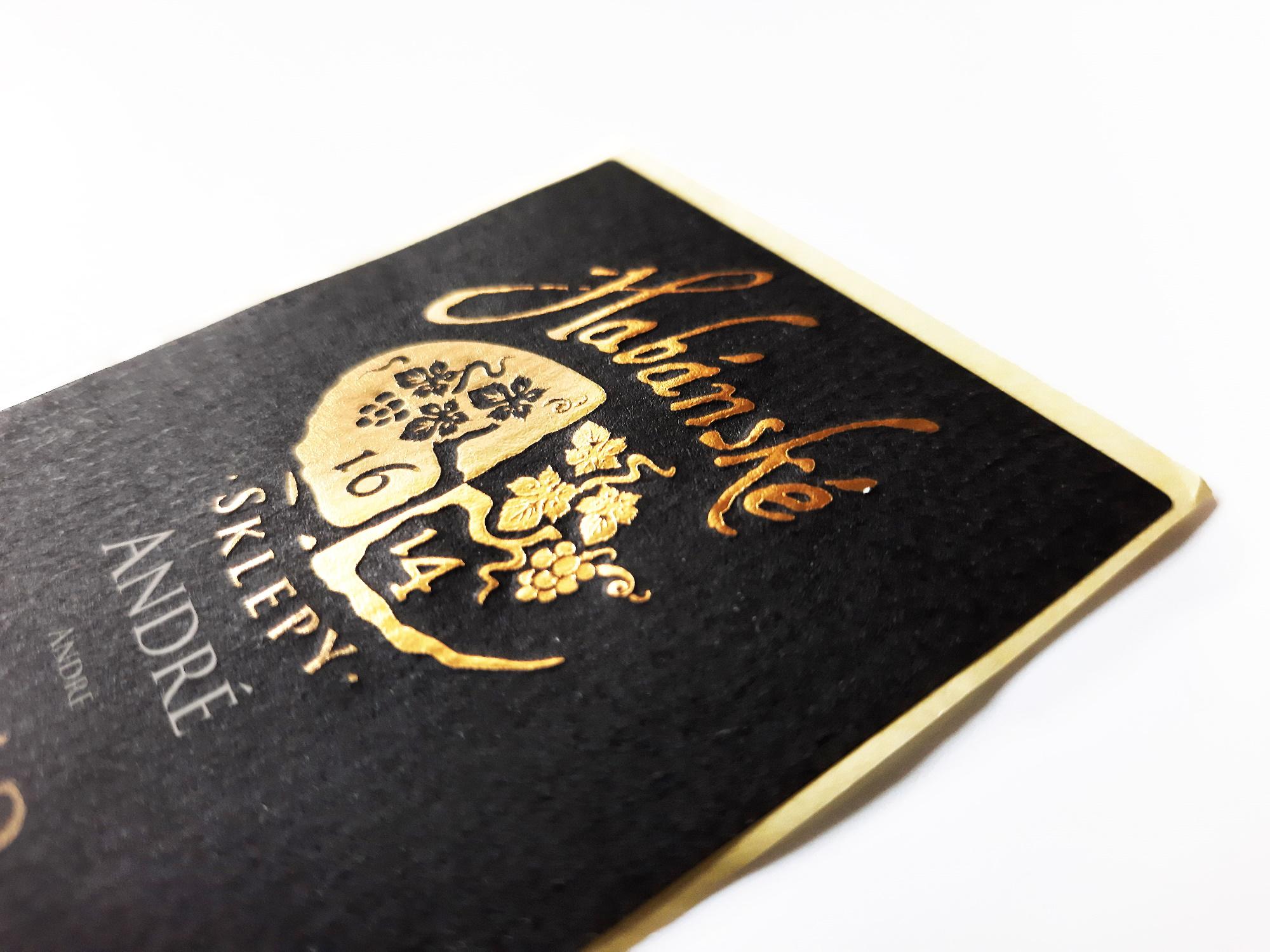 embos zlatá horká řažba label design