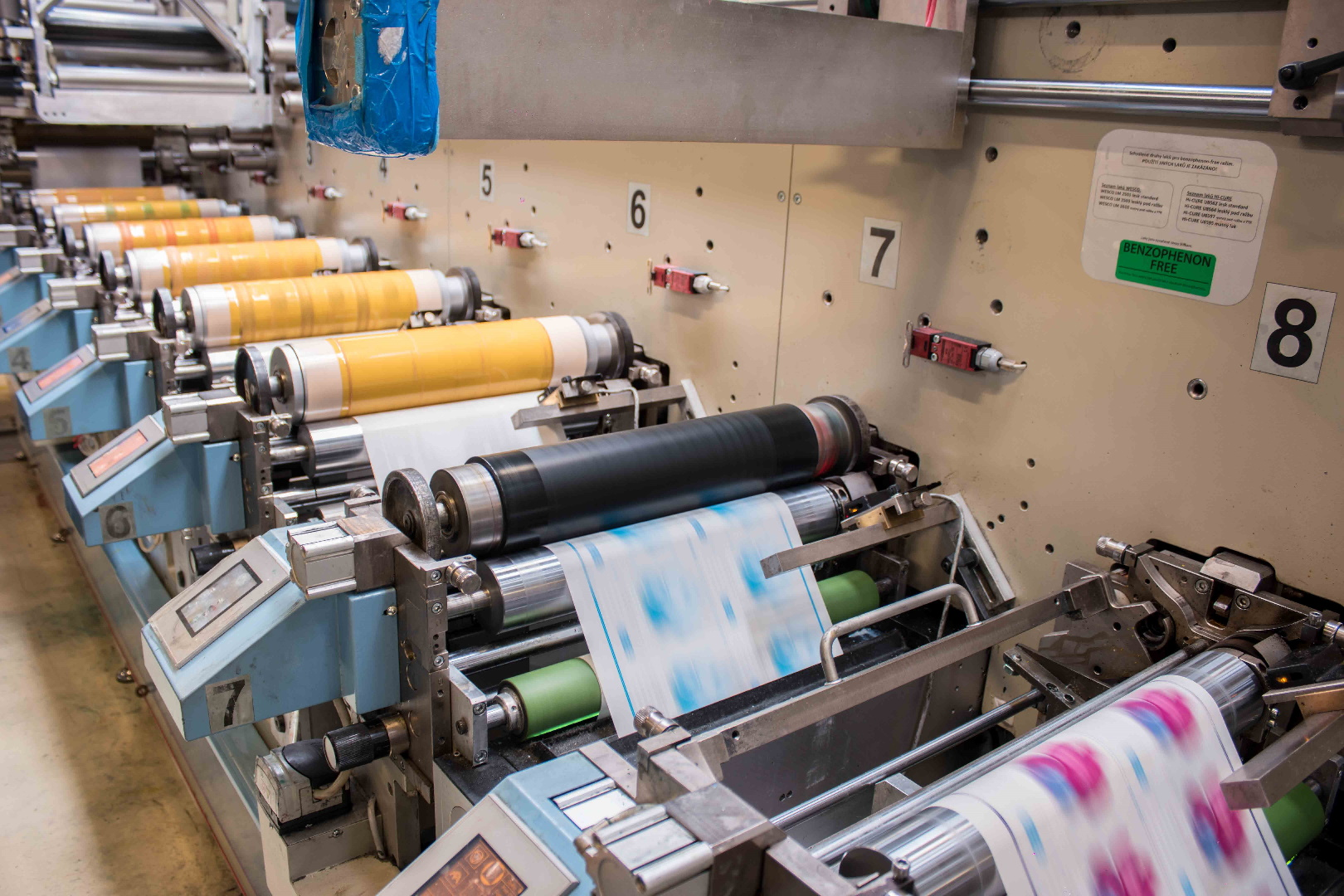 flexotiskový rotační stroj label design